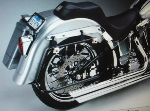 S L furthermore Sdc together with Boxp On Dyna Screaming Eagle moreover D Softail Deuce Mounting System For The Easy Brackets Used For Quick Removal Deuce in addition Image De B Ff D Cb E B Da A A. on harley deuce saddlebags